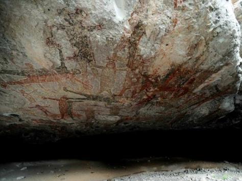 Los diseños de grandes dimensiones son testimonio de la memoria de quienes habitaron hace 7,500 años esta cordillera | Foto: MAURICIO MARAT (INAH)
