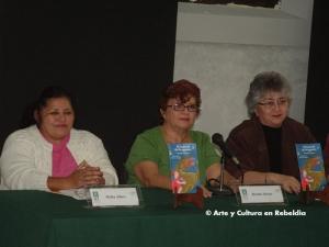 En la foto, capturada en el año 2010, en el orden habitual, las escritoras Melba Alfaro Gómez, Brenda Alcocer y Beatriz Rodríguez Guillermo, en el Centro Cultural del Niño Yucateco (Cecuny) | Foto: ARCHIVO DE ARMANDO PACHECO (COLECTIVO LETRAS EN REBELDÍA)