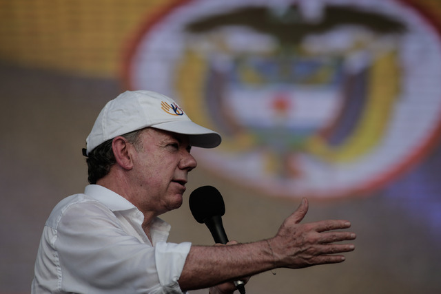 """""""Si liberan a los secuestrados, la misma semana entrante podríamos anunciar que comienza la fase pública de las negociaciones"""" con ELN, aseguró el presidente de Colombia, Juan Manuel Santos   Foto: XINHUA"""