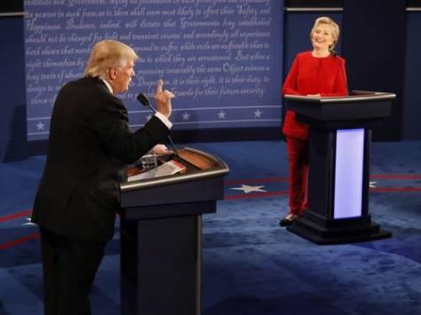 En el debate celebrado ayer en la Universidad Hofstra, en Hempstead, Nueva York, entre los candidatos a la presidencia de Estados Unidos, Hillary Clinton (demócrata) acusó a Donald Trump (republicano) de sexista, éste reviró con una descalificación: usted es una política profesional | Foto Ap