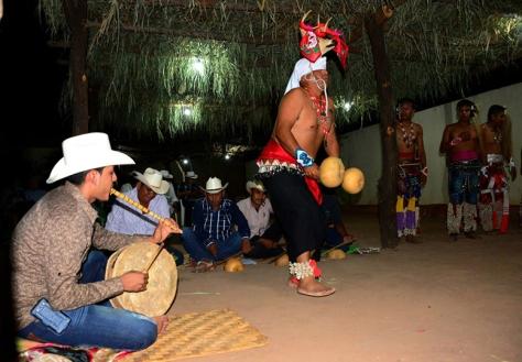 El encuentro permitió el diálogo y el reconocimiento del ritual que unifica a los pueblos del noroeste mexicano | Foto: MAURICIO MARAT (INAH)