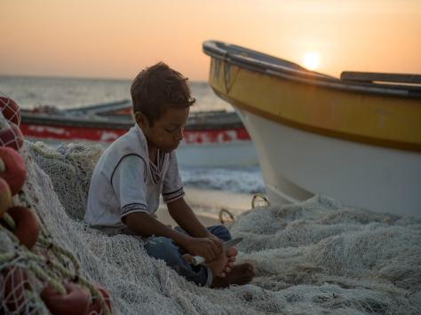 El Wayúu es un pueblo de pastores. Sobre la tierra guía y cuida al ganado en tiempos de abundancia y sobre el mar recolecta los frutos del Caribe, lo que por siglos ha garantizado la supervivencia de sus comunidades | Foto: XIMENA NATERA (PIE DE PÁGINA)