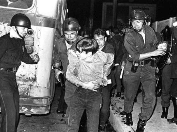 Hoy, la Plaza de las Tres Culturas se resignifica porque al dolor de hace 48 años se suma la ausencia de 43 muchachos cuyo único delito es ser joven