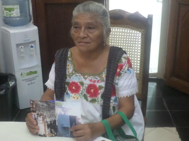 Alcalde de Tecax no apoya a mujer maya-hablante que vive en la desolación y pobreza | Armando Pacheco