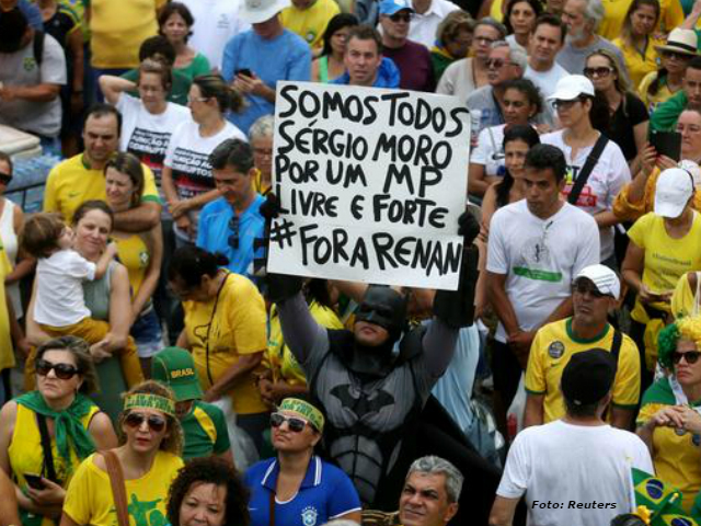 Ciudadanos de Brasil expresan su descontento por la corrupción