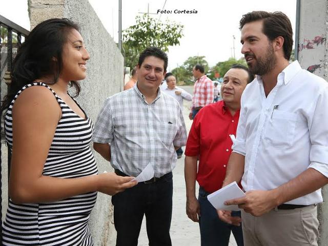 Constata diputado federal Pablo Gamboa Miner falta de banquetas y reparación de calles en colonias del norponiente e Mérida