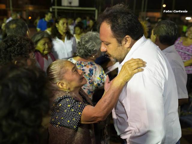 Reclaman vecinos de la colonia Miraflores mejor alumbrado público