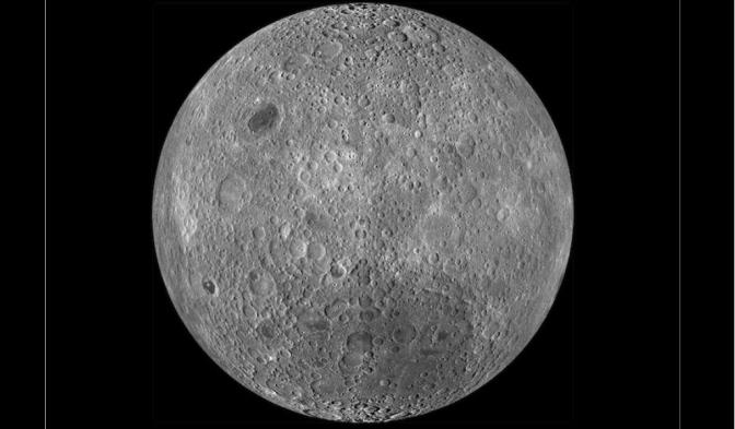 La luna tiene más agua de lo que se creía, según estudio