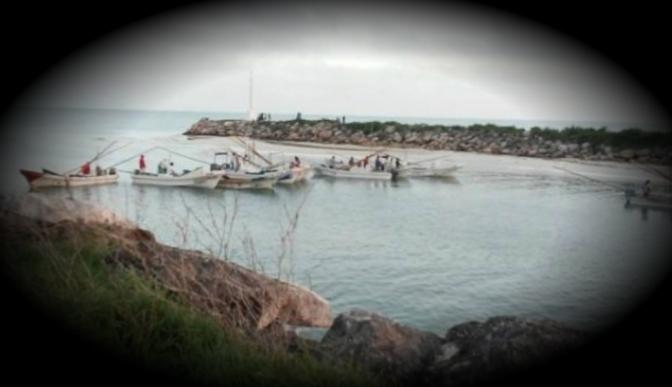 Pescadores de Celestún bloquean entrada al puerto de abrigo