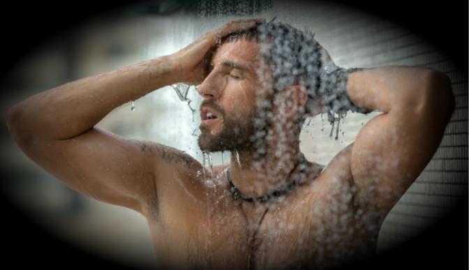 Politécnicos crean regadera para bañarse en menos de 15 minutos