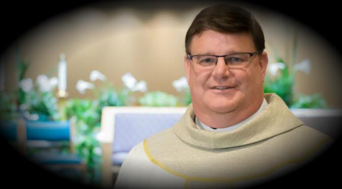 Sacerdote de Milwaukee sale del armario y defiende que la iglesia abandone la homofobia