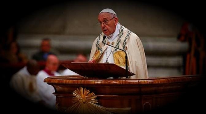 Guerra, mentiras e injusticias empañaron 2017: Papa Francisco