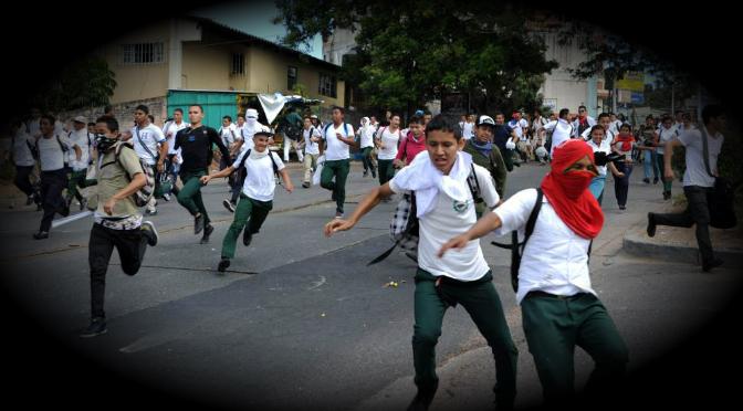 Gobierno de Honduras expulsa periodistas para mantener el bloqueo informativo