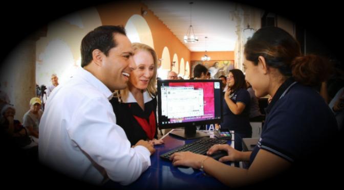 Mauricio Vila, alcalde de Mérida, paga su predial y le dan su 20% de descuento