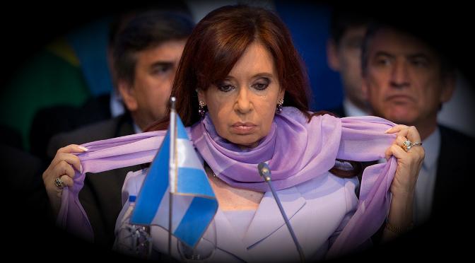 Cristina Fernández de Kirchner acusa a Macri de persecución política y judicial