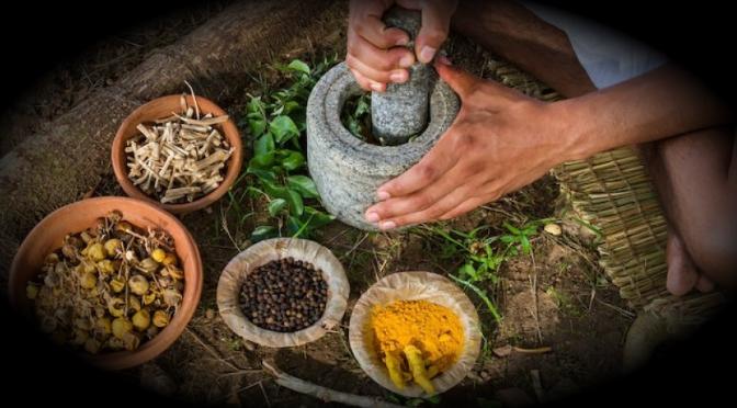 Medicina tradicional, tratamiento alternativo para pacientes con cáncer