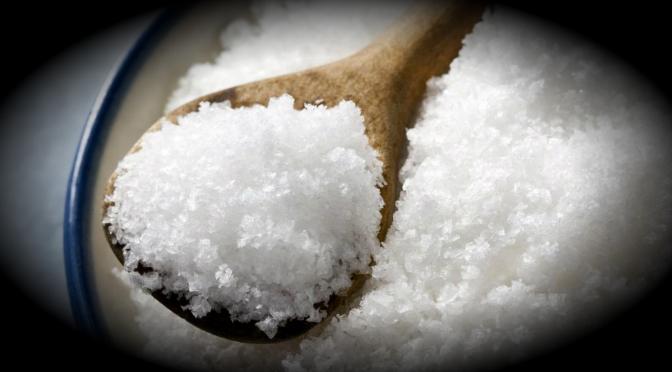 Consumo de sal en exceso aumenta riesgo de hipertensión arterial