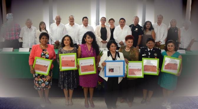 Entregan reconocimientos a mujeres destacadas de Yucatán