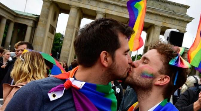 Sacerdotes católicos alemanes retan al Vaticano; bendicen el amor entre homosexuales
