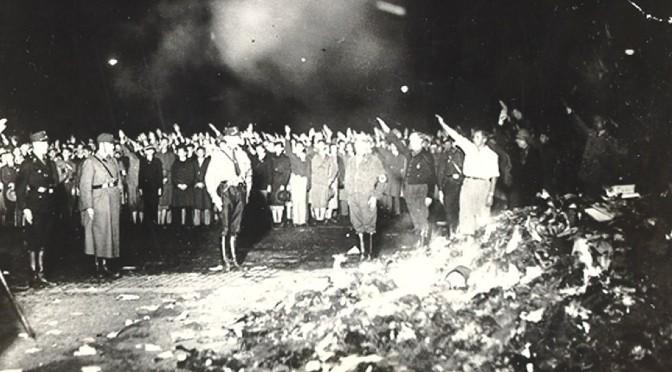 El incendio de la librería Proteo y el autor que relata las grandes quemas de libros de la Historia